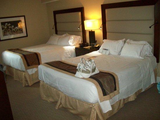 Albert at Bay Suite Hotel: Camera da letto