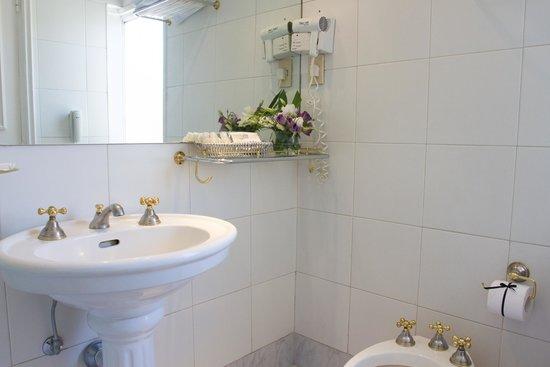 Unique Executive Central: Bathroom