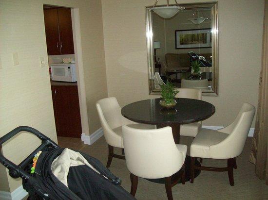 Albert at Bay Suite Hotel: Particolare della sala