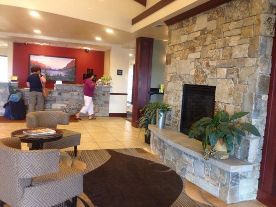 Best Western Shelby Inn & Suites: Lobby