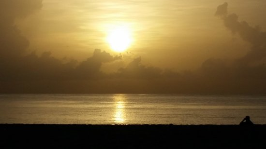 Palm Beach Shores Resort and Vacation Villas: Sun rise at Palm Beach