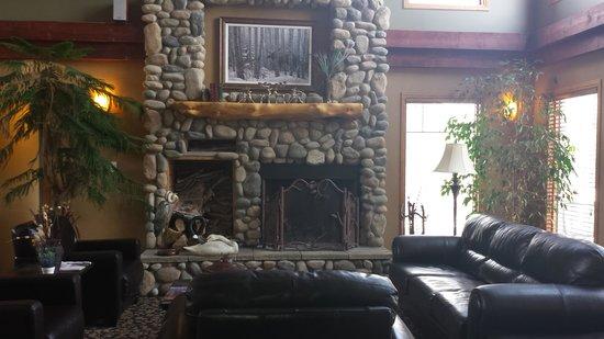 Elkwater Lake Lodge and Resort: lobby