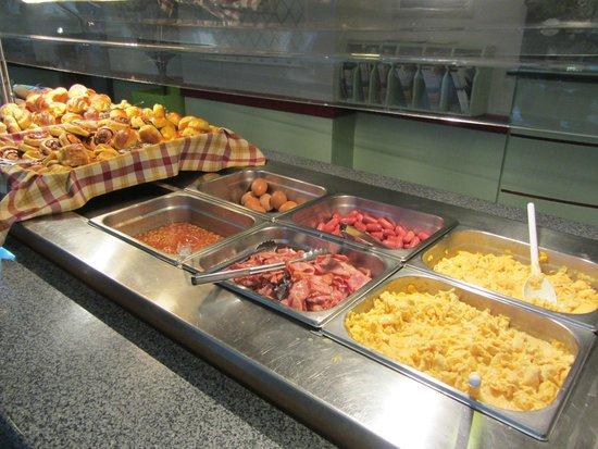 Hotel Mundial: breakfast buffet