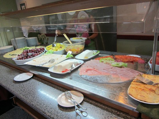 Hotel Mundial: breakfast buffet2