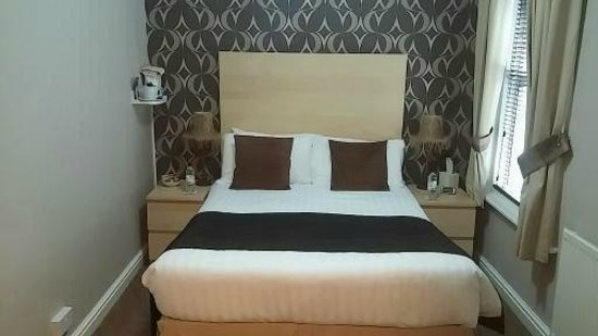 By The Seaside: Large Double Room en-suite
