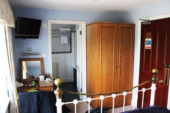 The Trooper Inn: Oakshott interior - Entrance on right, en-suite at rear.