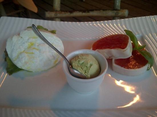 Restaurant Tyrol: burrata con pomodori lardellati e gelato al basilico