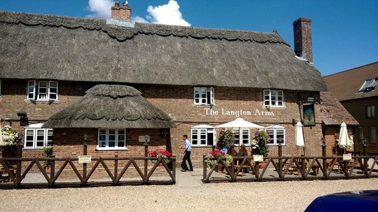 The Langton Arms: Front of pub from car-park