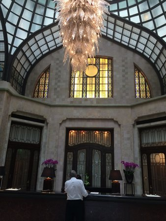 Four Seasons Hotel Gresham Palace : check in!