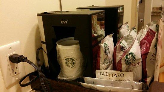 Hyatt Regency Orlando: Our room in tower no. 2 - Starbucks coffee is served here unlike tower no. 1