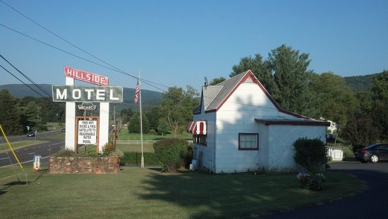 Hillside Motel: Sign and Office