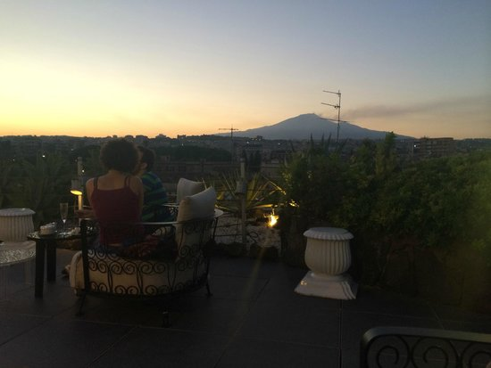 UNA Hotel Palace: Evening View from roof bar