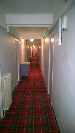 Le Chastellares Hotel : der Flur zum Zimmer