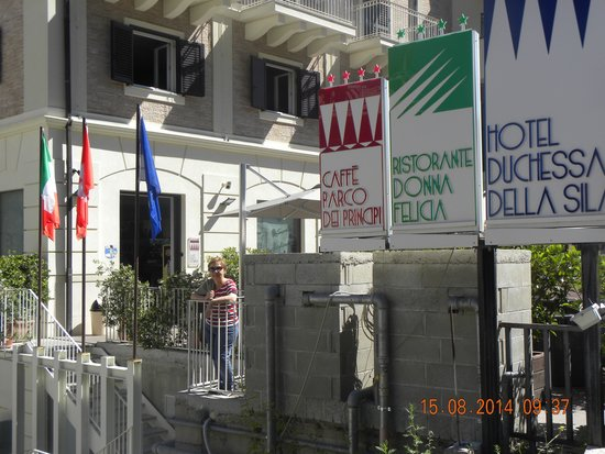 Hotel Duchessa Della Sila: terrazzino prospiciente l'albergo