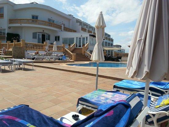 Hotel Valparaiso : L'hôtel vue de l'espace piscine