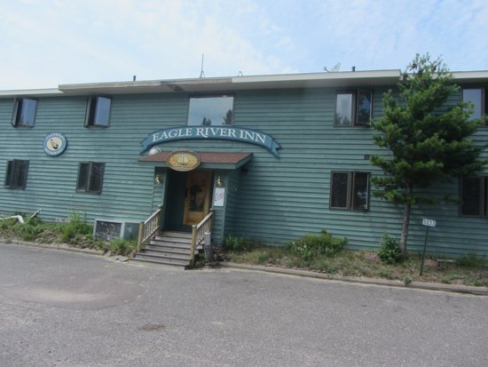 Eagle River Inn - Right on the Beach