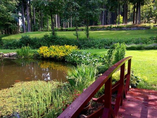 Spa & Wellness Hotel Harmonie: Krásná zahrada u hotelu
