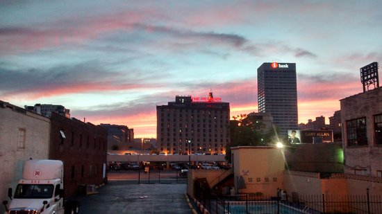 Vista Inn & Suites Memphis: Sunset Views