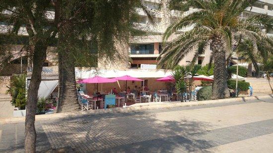 Playa de Palma, El Arenal : Restaurantes e bares em frente a praia
