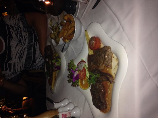 Carnivore Steak and Grill : T-bone steak and my mixed grill