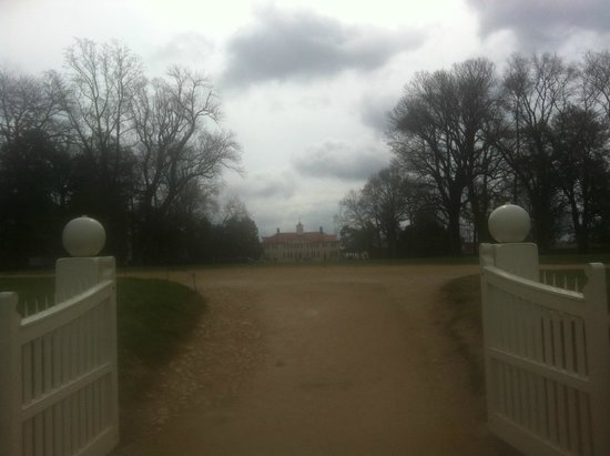 George Washington's Mount Vernon: From the front gate