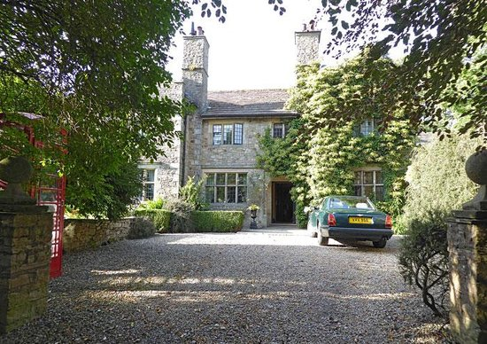 Stone House Hotel: The front drive