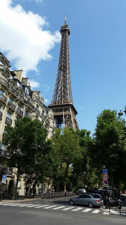 Mercure Paris Centre Tour Eiffel: street view from the corner of the hotel…..