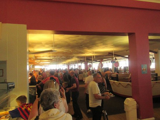 Pontins Pakefield Holiday Park: Chaos at busy dinner time