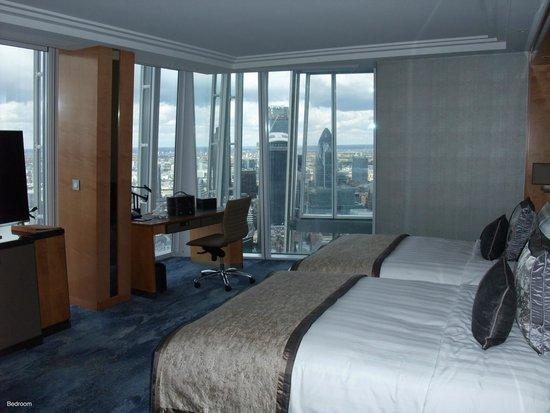 Shangri-La Hotel, At The Shard, London: Bedroom