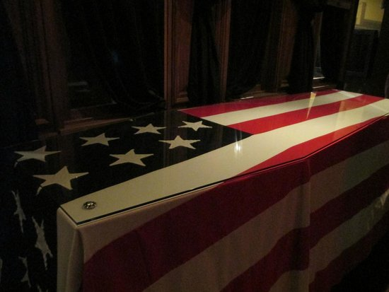 Ford's Theatre : Replica of the presidential catafalque