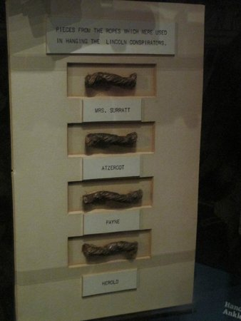 Ford's Theatre : Pieces of rope from the conspirators' nooses