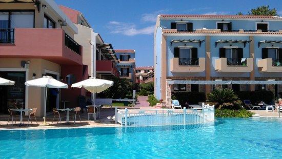 Mediterranean Beach Resort Hotel: Вид на отель со стороны моря
