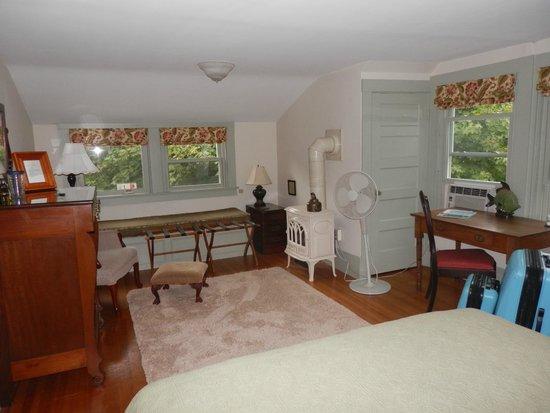 "Belmont Inn : The ""Hideaway"" suite"