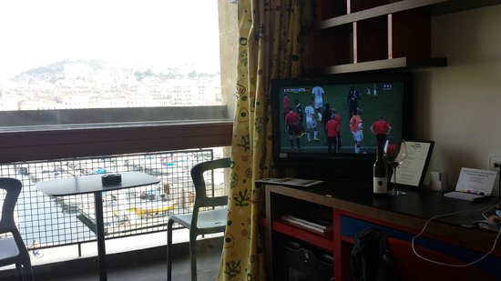 Hôtel La Residence du Vieux Port : World Cup & A Wonderful View