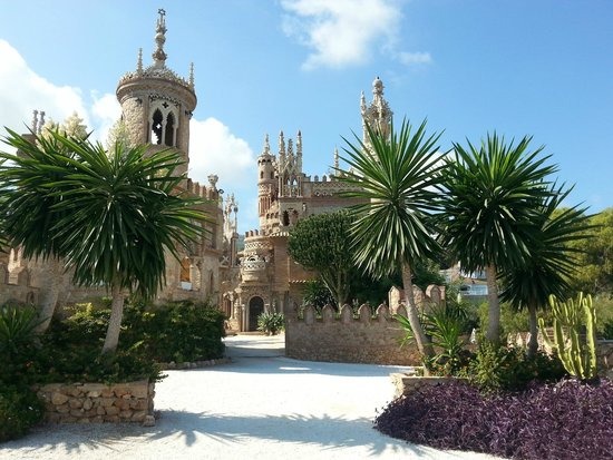 Castillo de Colomares: Unikalny pomnik