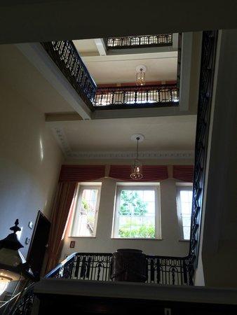 Le Meridien Parkhotel Frankfurt: Escalier