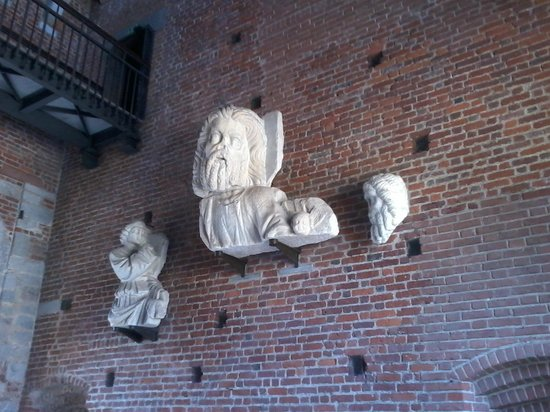Castello Sforzesco: sculture