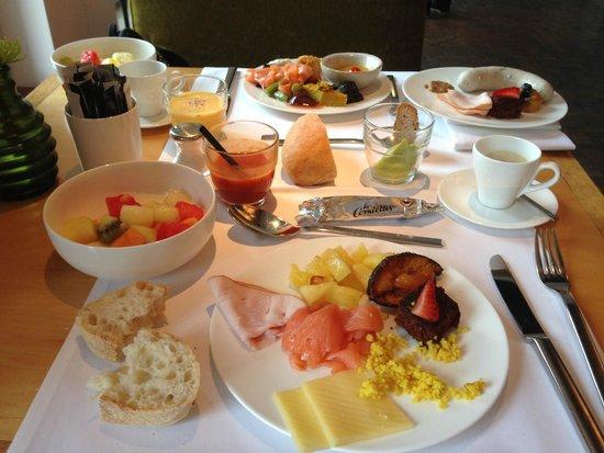 LOUIS Hotel: Desayuno