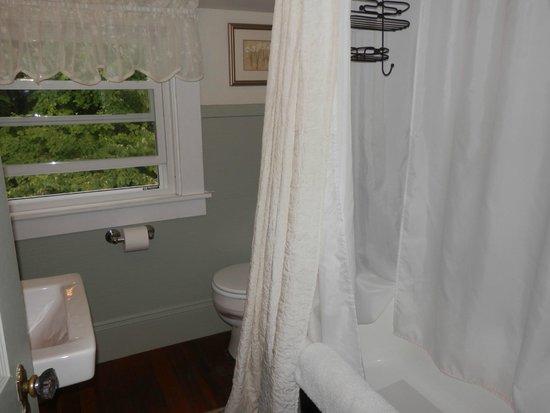 "Belmont Inn: the ""Hideaway"" Bathroom"