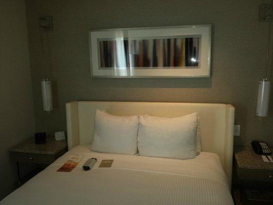 Hotel Felix: The room