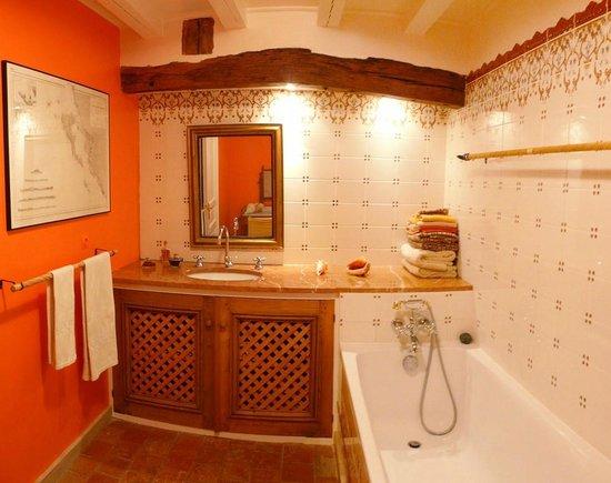 L'Echappée Belle : Salle de bain chambre Coquelicot