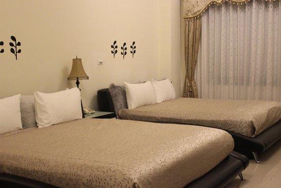 Green Window Homestay: 六人房,两个双人床