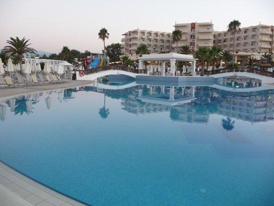 Louis Creta Princess Beach Hotel : The main swimming pool