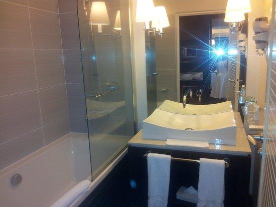 LUX* Saint Gilles: piscine