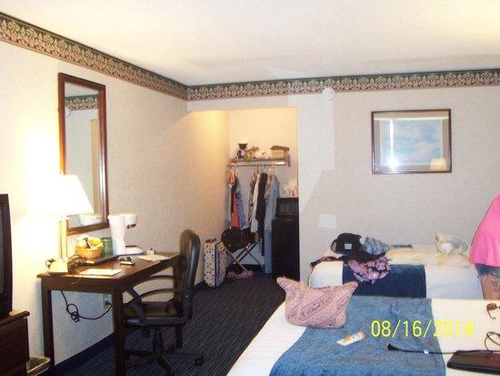 Days Inn Waynesboro: Our room