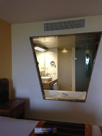 Grand Sirenis Riviera Maya Resort & Spa: Bathroom from room