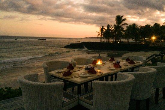 Candi Beach Resort & Spa: Al fresco dining