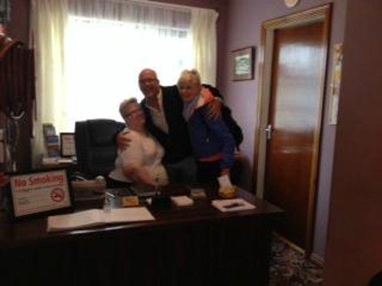 Station House Hotel Letterkenny: RECEPTION CON LA GESTIONE