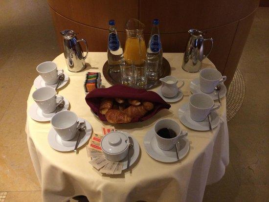 The Westin Warsaw: Petit-déjeuner rapide offert aux clients partant tôt