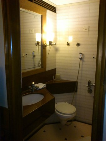 Pinnacle Hotel : Bathroom